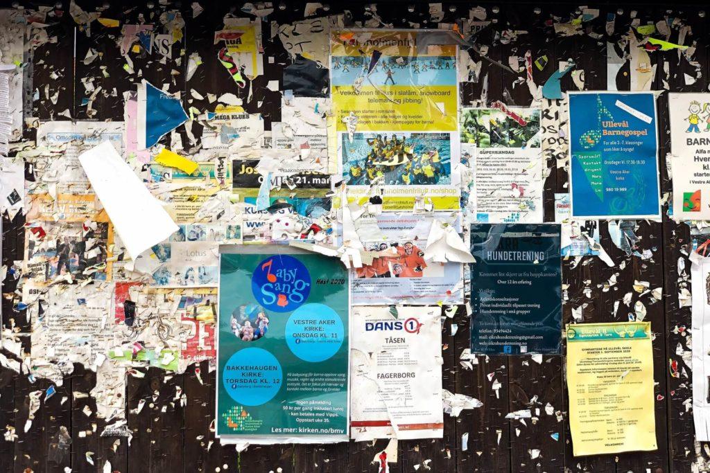Desperdicio de papel representando uno de las acciones a evitar como estrategia de sustentabilidad