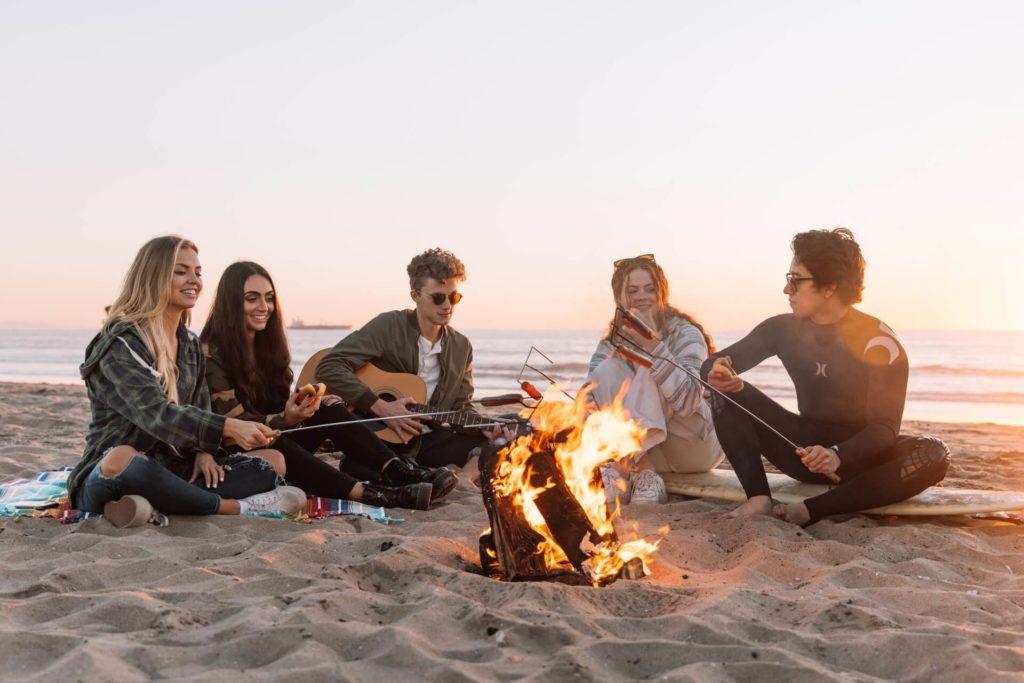 Grupo de amigos disfrutando de la vida